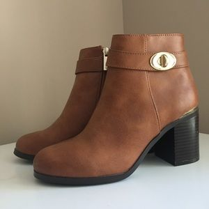 NWT TopShop brown ankle booties with gold accent
